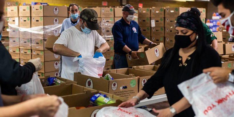 Charity-food-pantry-volunteers